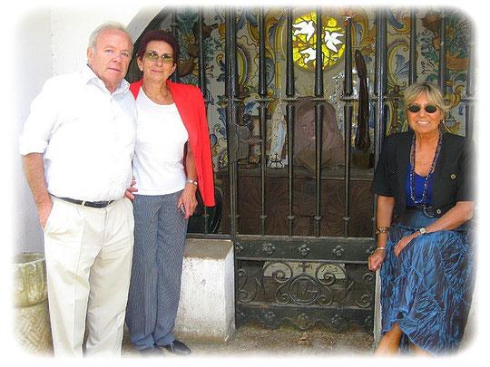 José con su esposa Silvi y su amiga Daniela
