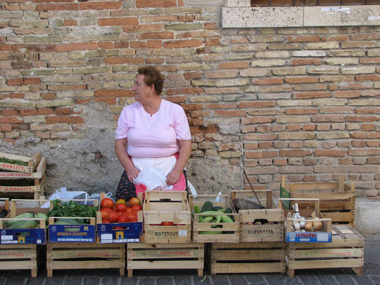 Queen of the Market place, Italy