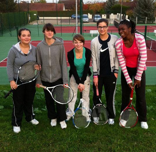 Les gagnantes et les finalistes du championnats de l'Aube par équipes 2011 : Julie, Lucille et Lucie (Bouilly, gagnantes), Chloé et Patience (St-André, finalistes)