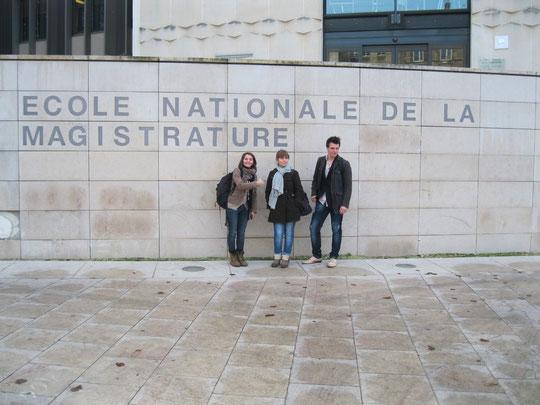 Devant l'ENM de Bordeaux