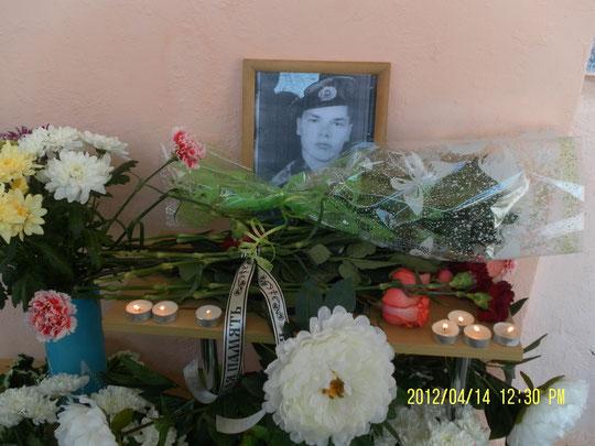 открытие памятного знака на школе выпускнику БОРТНОВУ ДЕНИСУ