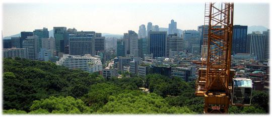 Pictures of high buildings and skyscrapers at Gangnam district, made from a high hotel point of view. Bilder aus einem hohen Hotel auf die Hauptstadt von Südkorea