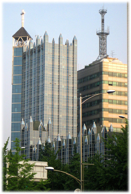 This photo shows a Korean christian protestant church. This church is very big. Foto einer Kirche der evangelischen Christengemeinde in Seoul, Südkorea.