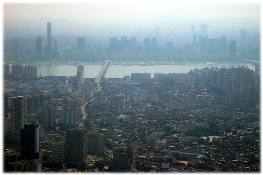 Photos of the Han River and the Han River bridges and the surrounding high buildings - Skyline of Seoul - Bilder vom Han Fluss und den Han Brücken