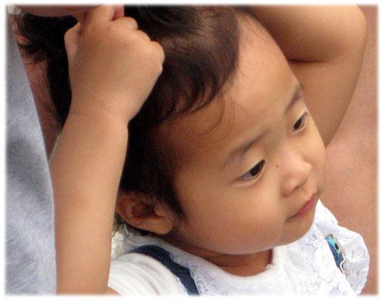 This image shows a Korean child. So cute and sweet! I love Seoul! Bilder von einem koreanischen kleinen Baby und Kind und Kleinkind