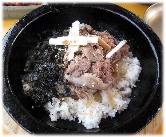 Picture about a pot full of the Korean meal Bibimbap. Bilder von dem koreanischen Essen Bibimbap - ein tolles Reisgericht und sehr gesund, ohne Fett und Öl. Ein traditionelles Gericht in Südkorea.