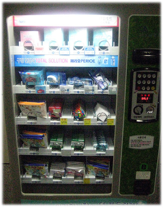 This is a photo of an image of a vending machine in front of a Seoul subway restroom - toilet in Seoul railroad station. Bild eines Automaten an einer U-Bahn-Station.