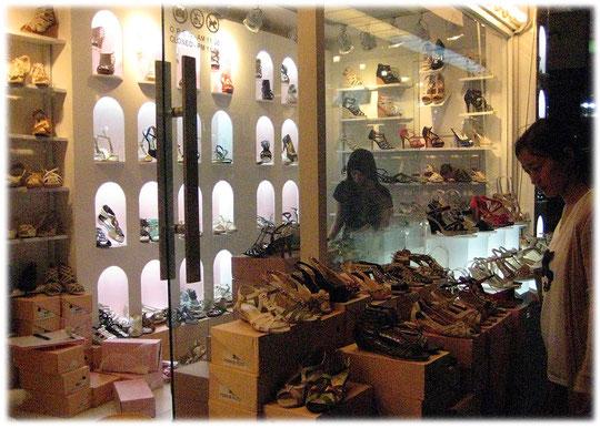 On this photo we can see two Korean women going shopping inside a shoes shop at Gangnam shopping area. Schuhgeschäft mit zwei Koreanerinnen die auf dem Foto gerade Schuhe anprobieren.
