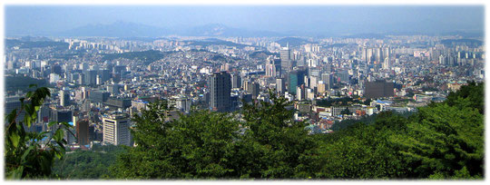 Pictures of high buildings, seen from Namsan park hill at Namsan park.´Foto von der Aussichtsplatform vom Namsan park N Seoul Tower auf die Hauptstadt von Südkorea
