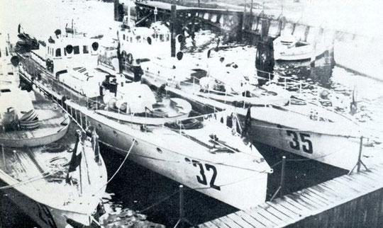 """LM-Boote des """"Sperrverband Ostsee"""" an der Pier - Foto: Archiv Förderverein"""