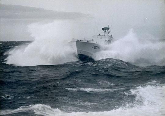 """S-""""Hugin"""" kreuzt das Kielwasser Vordermann - Bild: Archiv Prochnow"""