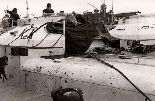 """S 188"""" (Oblt.z.S. Karcher) wird nach Gefecht mit kanadischen Korvetten am 10.06.1944 auf Schäden untersucht. Das Boot wurde am 14.06.1944 in Le Havre durch Bomben versenkt - Foto: Archiv Volker Groth"""
