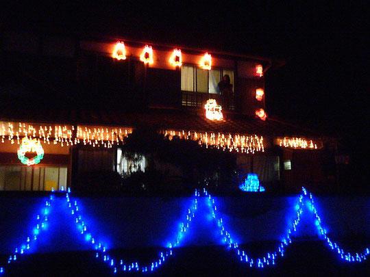 遠く家元を離れた子供たちに、光のクリスマスプレゼント