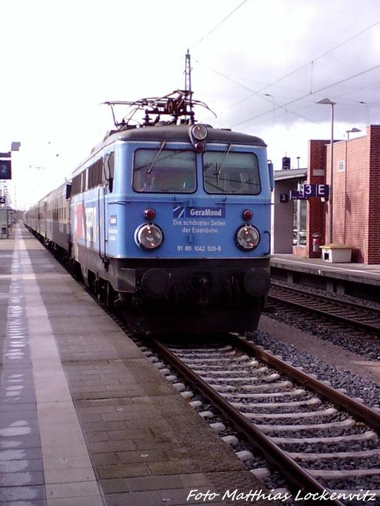 Einfahrt Des Dampfsonderzugs In  Den Bahnhof Bergen auf Rügen / Zuglok Ist Die ÖBB Lok 1042 520-8