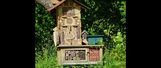 Großes Wildbienenhotel in Berg. Gladbach-Moitzfeld