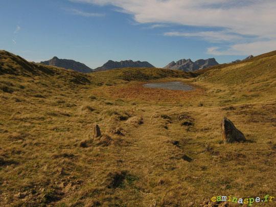 Au delà de la borne frontière du Col de La Cuarde ou Paso de la Concordia, le Lac et la Liberté...