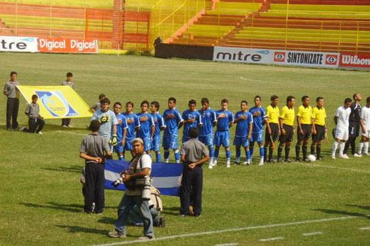 Fabricio Alfaro: Con la Seleccion Nacioiinal, Himno Nacional de El Salvador, C.A.
