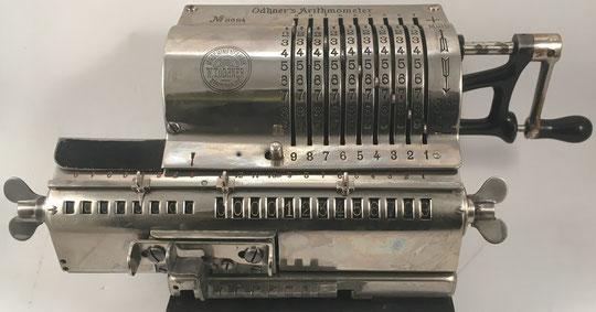 El ingeniero sueco Willgodt Theophil Odhner inventó el aritmómetro Odhner en 1874 mientras trabajaba en Rusia. Es considerada una de las mejores calculadoras mecánicas de la historia.