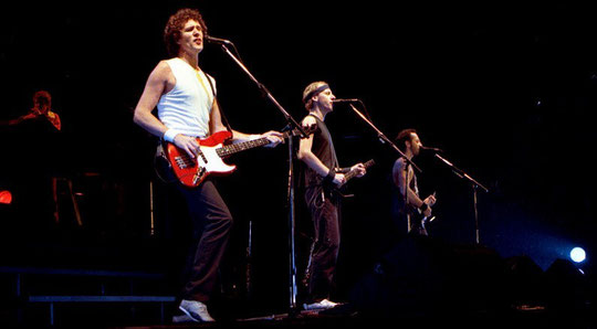 Dire Straits 1985 in Norwegen (v.l.n.r.: Guy Fletcher, John Illsley, Mark Knopfler, Jack Sonni)