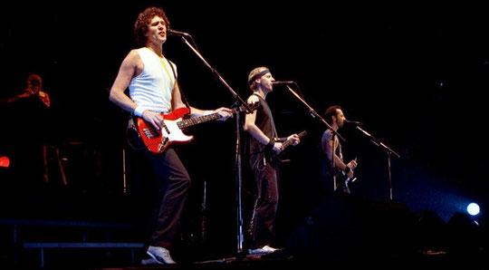 Dire Straits 1985 in Norwegen (v.l.n.r.: Guy Fletcher, John Illsley, Mark Knopfler, Jack Sonni)