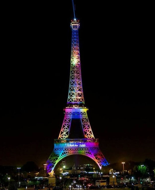 La tour Eiffel illuminée aux couleurs arc-en-ciel ce lundi soir en hommage aux victimes d'Orlando