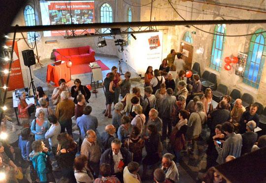 Vidéo et galerie de photos de la réunion des artistes, prélude des Parcours d'Artistes