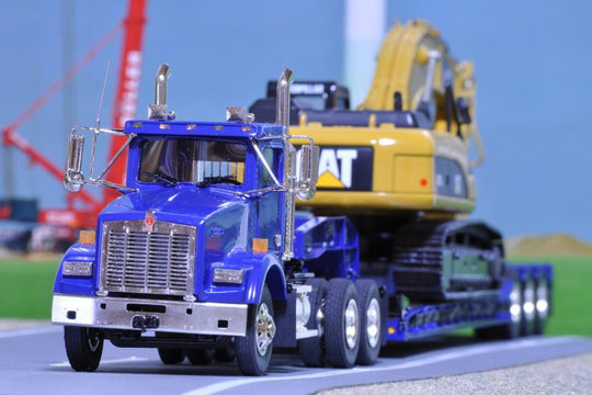 Kenworth T800 Fifth Wheel Tractor - Rogers Ultima CR50 Lowboy Trailer