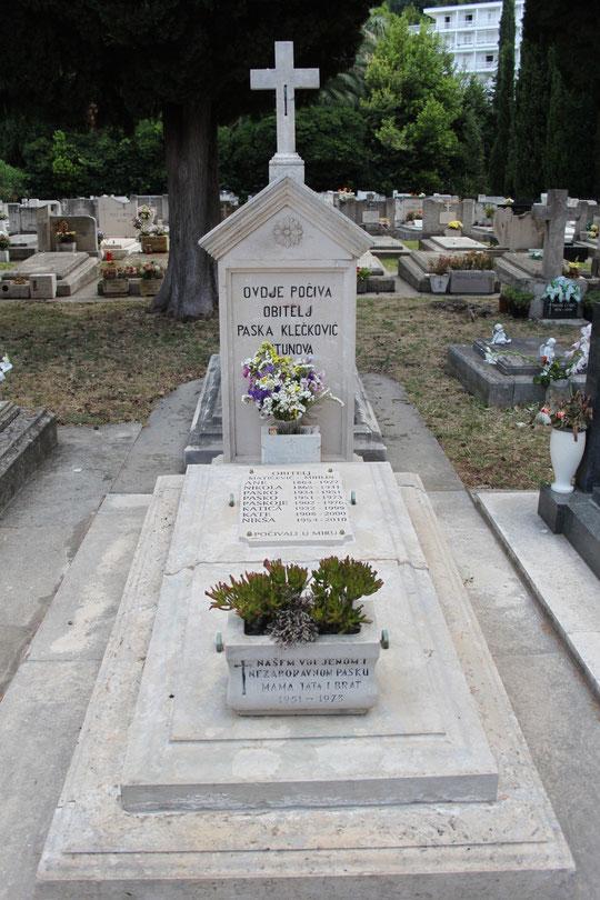 Das Grab unseres vor einem Jahr verstorbenen Freundes Niksa Maticevic.