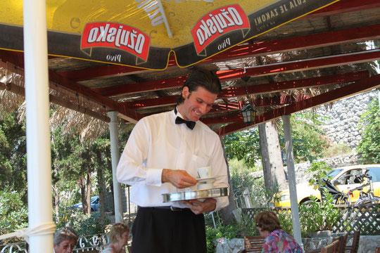 Unser ganz lieber Kellner Antun im Cafe -G-: