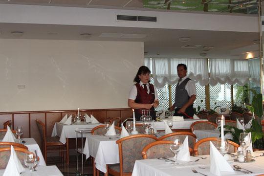 Unsere besten Freunde im Hotel Astarea, Iva und Andrija.