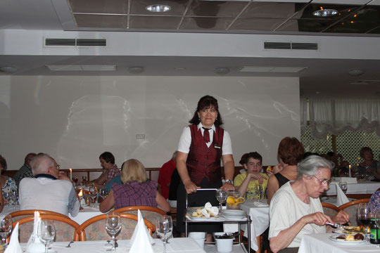 Unsere beste Kellnerin, Iva.