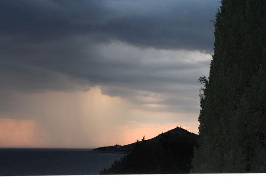 Schweres Gewitter über der Adria.Das war aber die einzige Schlechtwetterfront, die wir hatten.Faszinierend.
