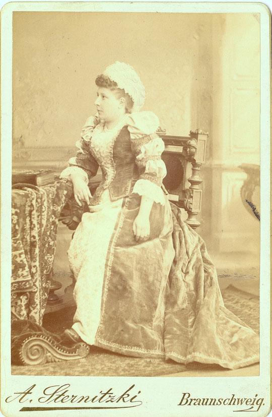 Mutter Louise von Carl und Hans Wolff