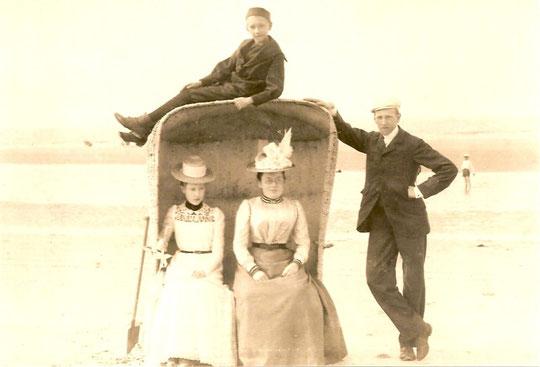 Wangerooge etwa 1907 Carl Wolff ganz rechts mit Schwester Else,oben Bruder Hans und Frl Meyer