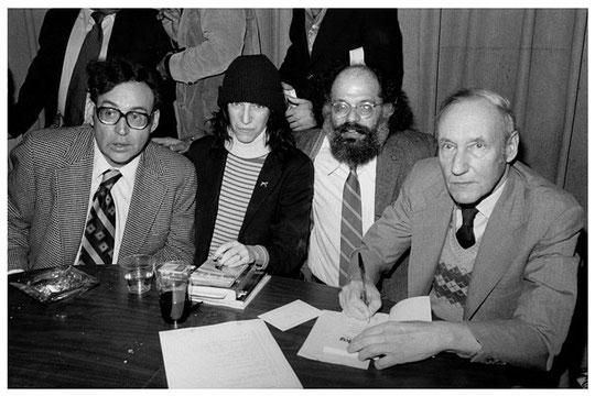 左からカール・ソロモン、パティ・スミス、アレン・ギンズバーグ、ウィリアム・バロウズ