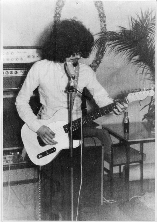 """Gitarrist Stefan Nachtsheim intoniert auf seiner Fender Esquire (wie für den Fachmann leicht ersichtlich) Jimi-Hendrixens """"Let The Good Times Roll"""""""