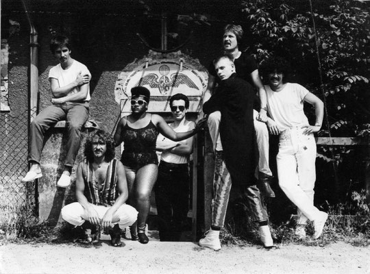 v.l.n.r.: Jo Reitz (tr), Gerd Freymann (dr), Jean Shy (voc), Christian Schneider (sax), Hansjörg Scheid (g), Vladimir Rada (b), Mike Hoffmann (key)