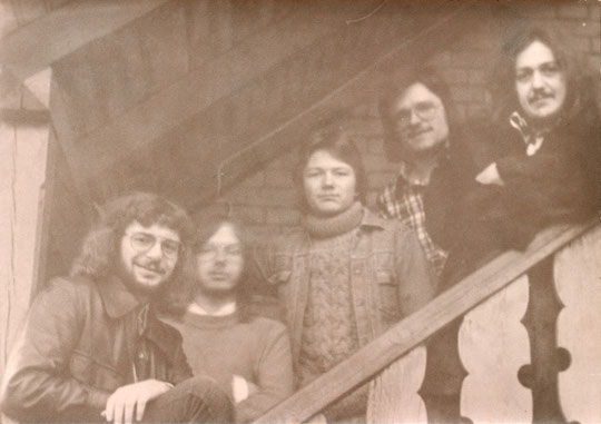 v.l.n.r.: Muff Burkart (b), Niko Lohmüller (key, flute), Bernd Klarwasser (dr), Markus Müller (g), Harry Rothe (g)