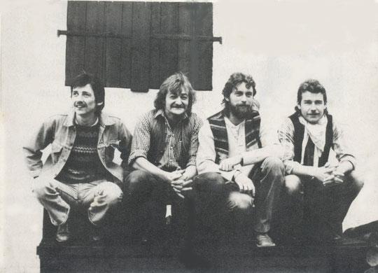 """v.l.n.r.: """"Dangerous"""" Armin Beller (g, voc), Walter """"Waldy"""" Brand (g, voc, harp), Dieter """"Brösel"""" Bröckemeier (dr), Reiner """"Opi"""" Weber (b, voc)"""