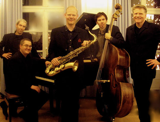 v.l.n.r.: Jens Biehl (dr), Thomas Humm (key), Stefan Weilmünster (sax), Stephan Langer (b), Volker Ilgen (g)