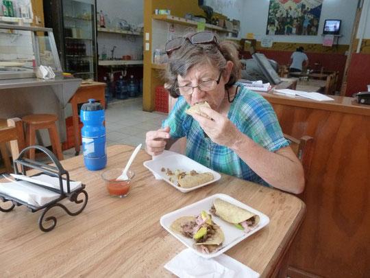 Le déjeuner du cycliste affamé : des tacos à manger avec les doigts