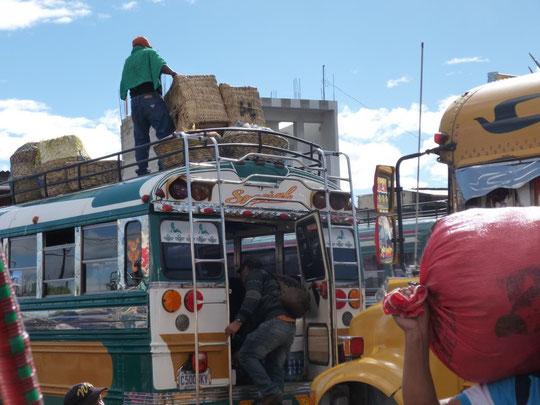 chargement et déchargement des bus en gare routière