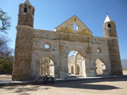 le porche d'entrée du couvent de Culuipan