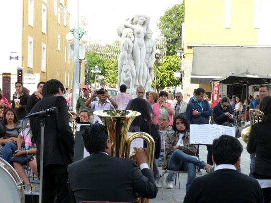 Musique dans la rue le dimanche dans Puebla