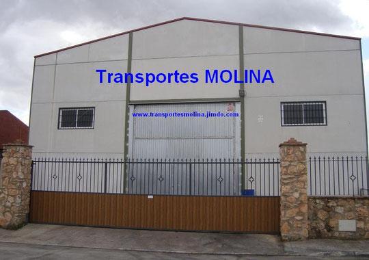 """Nave Almacén de """"Transportes MOLINA"""" en el Polígono Industrial de Mesas del Guadalora."""