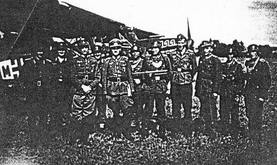 Les Officiers, pilotes et gardes allemands le 3 juin 1944 à Aurillac.
