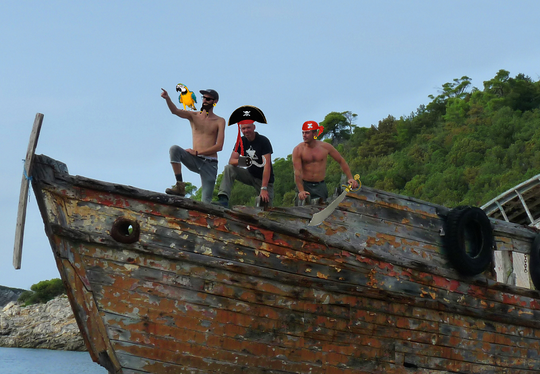 After landing on the island we made a group picture: Buccaneer Bok, Cap'n Lambeard and Skipper Von Bemmel.