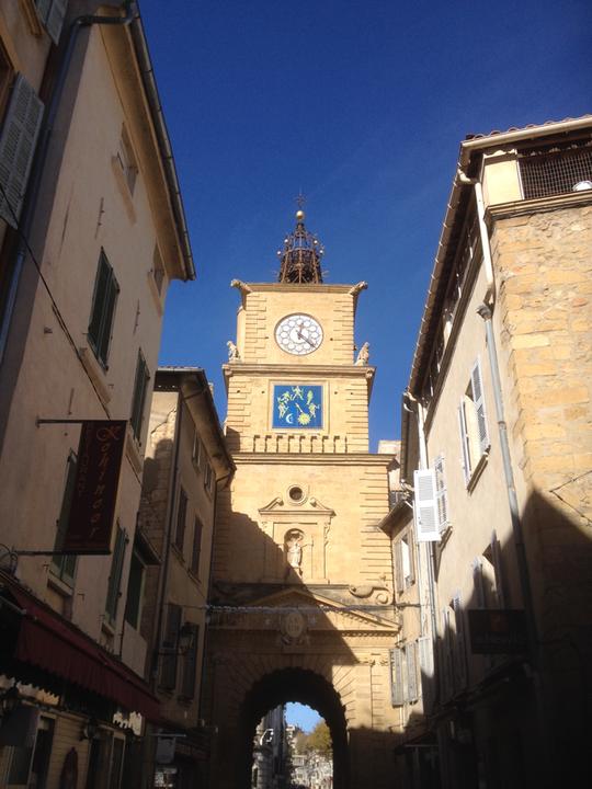Rue de l'horloge à Salon de Provence