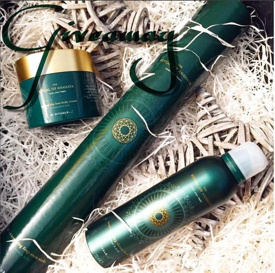 """Auf meinem Instagram-Profil (valichouchou) könnt ihr dieses wundervolle Set von Rituals Cosmetics """"Ritual of Anahata"""" gewinnen. Es duftet nach Mr. Grey, einfach unisex und dezenter. Zur Info. ;-)"""