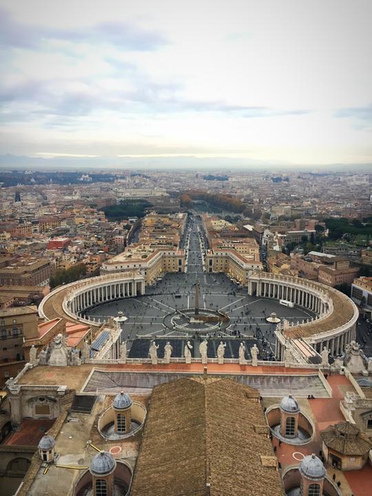 Blick von oben auf den Petersplatz